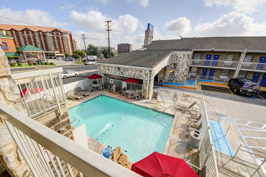 Motel 6 1123 nw medical center san antonio tx 9400 for Pool show san antonio