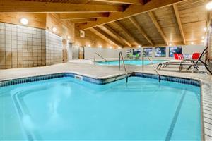 Pool - Baymont Inn & Suites Marshalltown