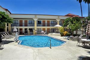 Pool Best Western Orlando East Inn Suites
