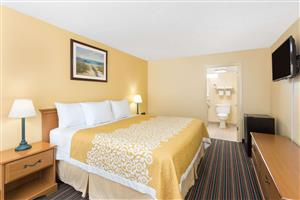 Room - Days Inn Patriots Point Mt Pleasant