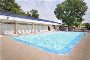 Pool - Days Inn Dubuque