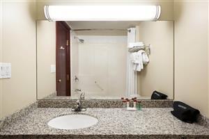 Room - Ramada Hotel Edson