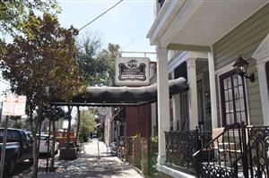 Historic streetcar inn new orleans la see discounts for Mercedes benz superdome parking prices